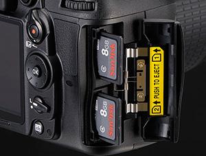 Nikon-D7000-Dual-Slots