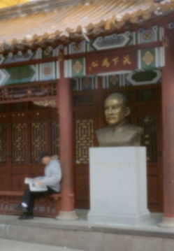 Quartier chinois , journal du matin.